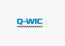 Q-WIC -  Tecnología de tela transpirable a prueba de agua, extremadamente versátil, te ofrece lo mejor de dos mundos. Te permite aprovechar los beneficios de una prenda técnica funcional que ofrece propiedades de absorción y secado rápido, combinadas con el aspecto, el corte y el tacto de una camiseta informal de algodón. Q-wic+ incluye un tratamiento extra antibacteriano para ocuparse de las bacterias y controlar el olor.